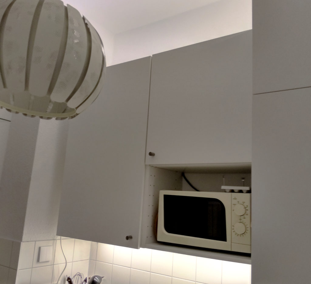 LEDs on the kitchen wall units for better lighting